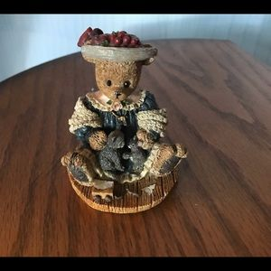 1997 Berry Hill Bears by Young   Mama with young